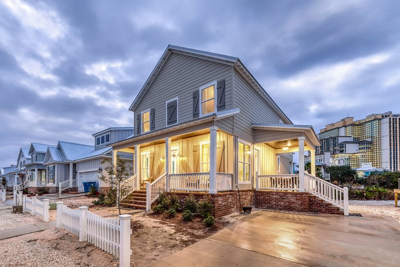 Newly crafted luxury home w/ community pool & quick beach access & state park!, location de vacances à Orange Beach
