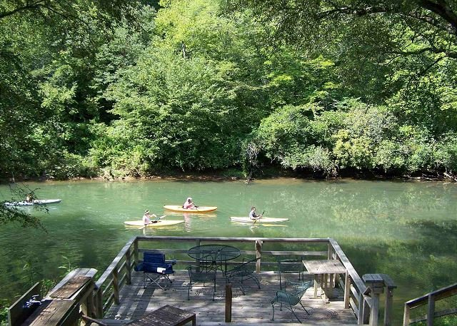 TOCCOA FISH TRAP- A FISHERMAN`S DREAM CABIN.DOG FRIENDLY,TOCCOA RIVER, vacation rental in Mineral Bluff