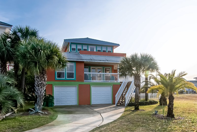 Spacious, dog-friendly home w/ community pool , dock & deck, holiday rental in Navarre