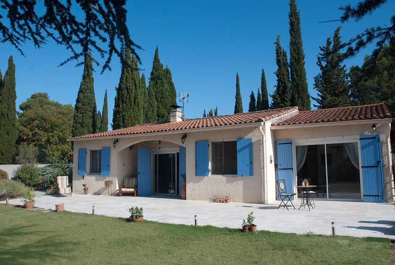 Chambre Lumière - Boutique studio in Provence, holiday rental in Raphele-les-Arles