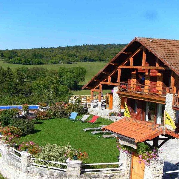 Gîte 400m² , piscine chauffée été/hiver,spa ,sauna , jeux enfants,pétanque, tyrolienne...