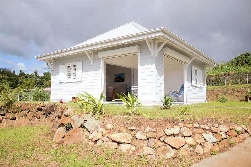 Modern Creole Cottage** at 5mn from Beach, Diving, Shops and Restaurants, holiday rental in Vieux-Fort