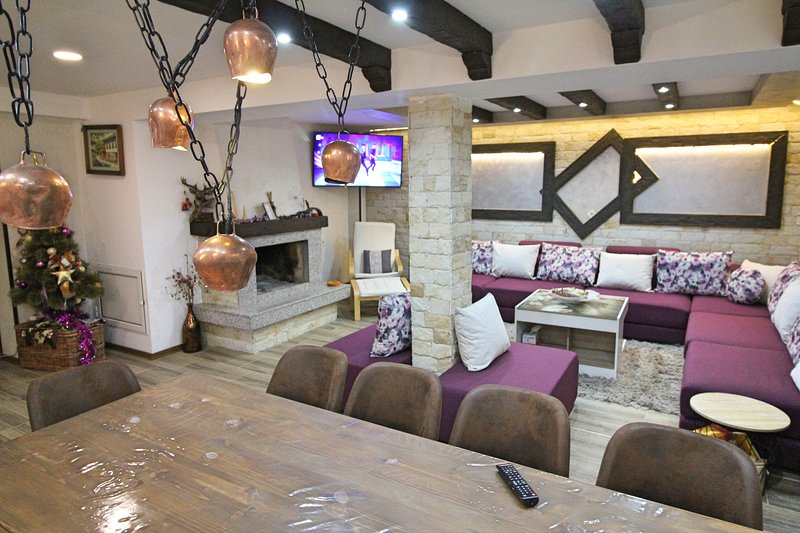 Ice Jewel Chalet, Ski House for rent in Bansko, near the Gondola lift, vacation rental in Bansko
