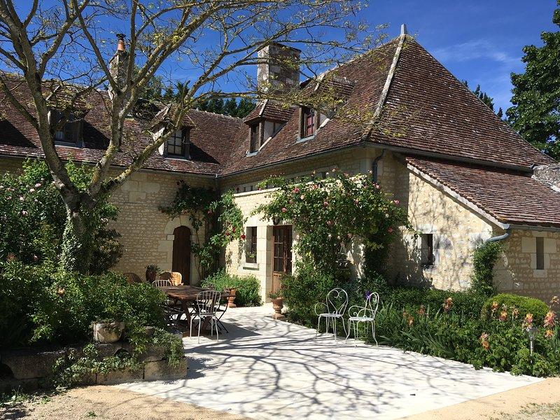 Calme, authenticité, cadre enchanteur, jardin luxuriant, vue dominant la vallée, location de vacances à Ingrandes