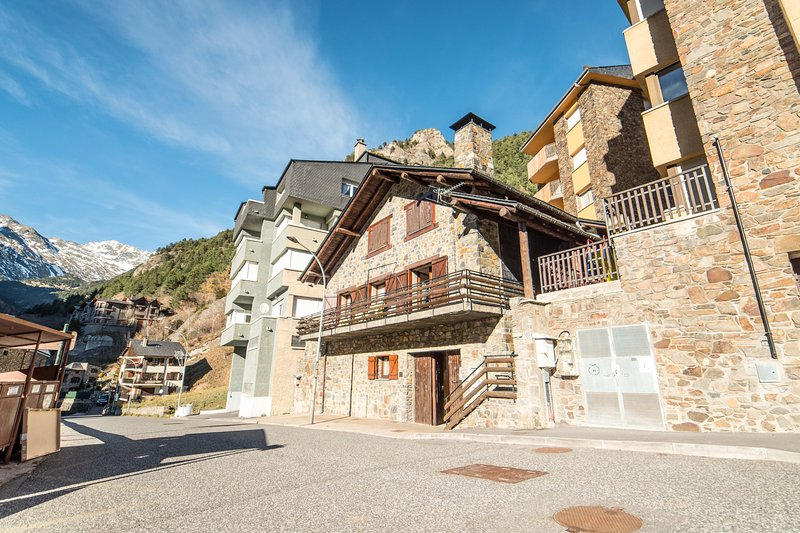 Chalet for 14 / 16 pers, ideal for ski, trekking, relax ..., vacation rental in Andorra la Vella