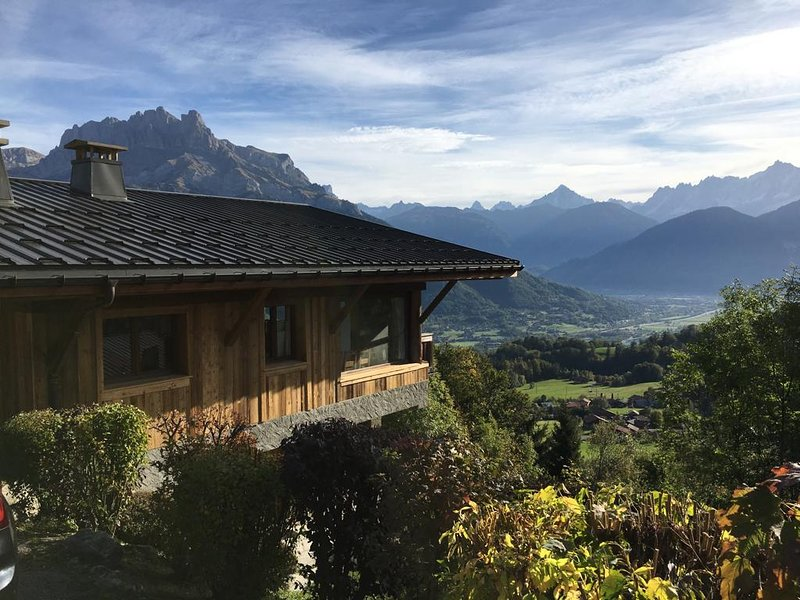 Big chalet with mountain view, holiday rental in Cordon