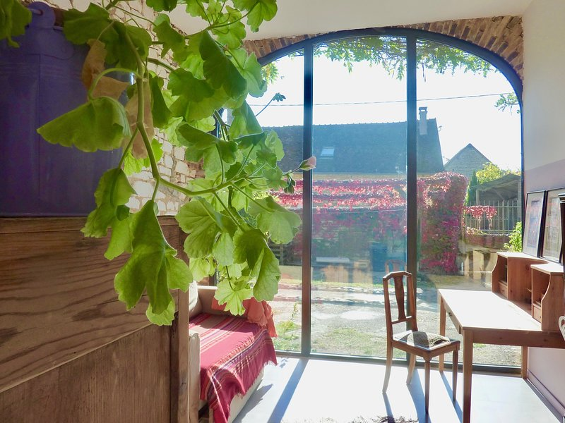 GREEN GUEST HOUSE, 1h30 south of Paris A6, vacation rental in Villeneuve-sur-Yonne