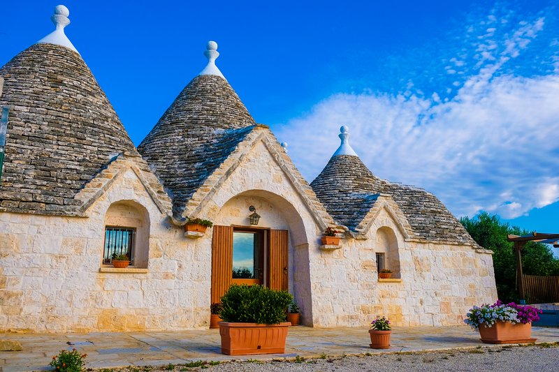 Il Trullo del Mirto, splendido trullo con piscina a pochi km dal mare, holiday rental in Monopoli