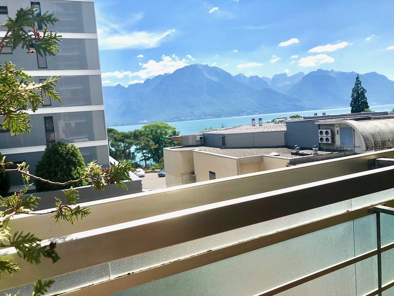 13.Amazing apartment, Lakeview - mountain,  modern, spacious, large  balcony,, holiday rental in Montreux