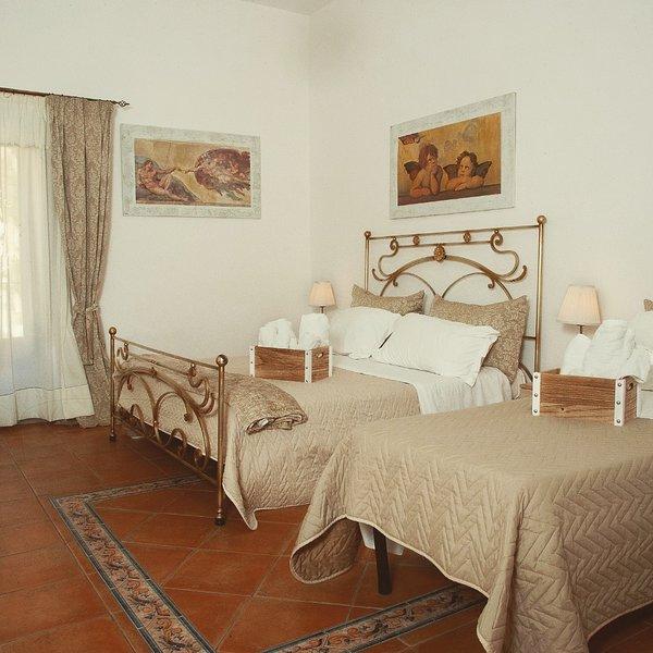 Camere molto confortevoli in pieno centro storico difronte il teatro Pirandello., location de vacances à Villaseta