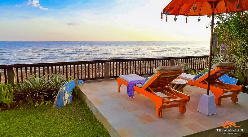 Villa Barat - All-Inclusive, Oceanfront Villa at The Mahalani, vakantiewoning in Tejakula