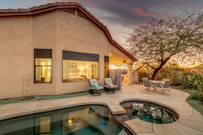 Epic Superstition Views with Private Casita, Heated Pool and Spa!, Ferienwohnung in Gold Canyon
