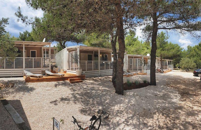 Superior mobile home BLUE CLASS B1, alquiler de vacaciones en Jezera