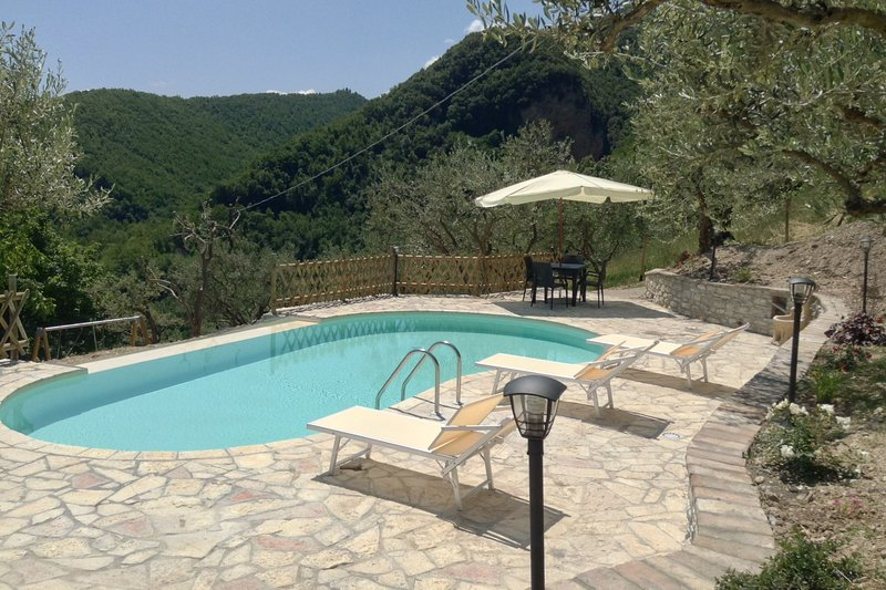 Colle di Pietra - Colle di PIetra, holiday rental in Valle E Castello