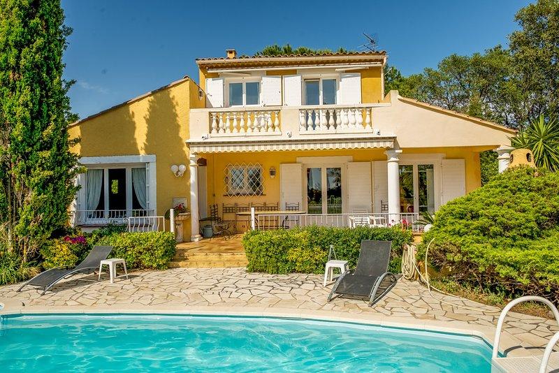 33564 Provencal 4-bedrm villa, sea view, private pool,beach 1.5 km, golf 500 mtr, holiday rental in Sainte-Maxime
