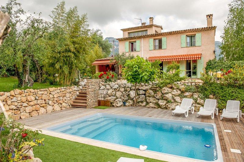 33618 3-bedroom villa,beautiful mountain view,landscaped garden,pool 10 x 7 mtr., holiday rental in La Gaude