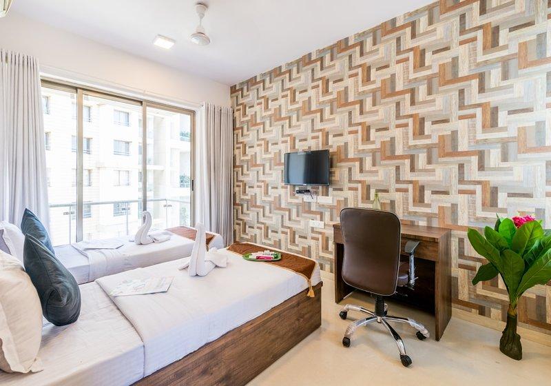 2.5 Luxe Bedroom Near Airport, vacation rental in Ghātkopar