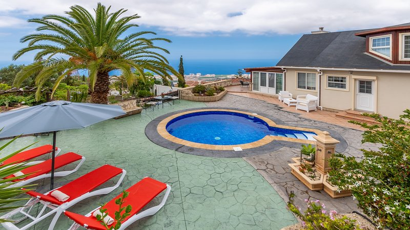 Villa Carlitos con Jacuzzi y Piscina al Mar, holiday rental in Barrio Los Menores