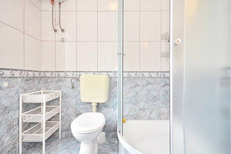 A1 (2 + 2): baño con inodoro