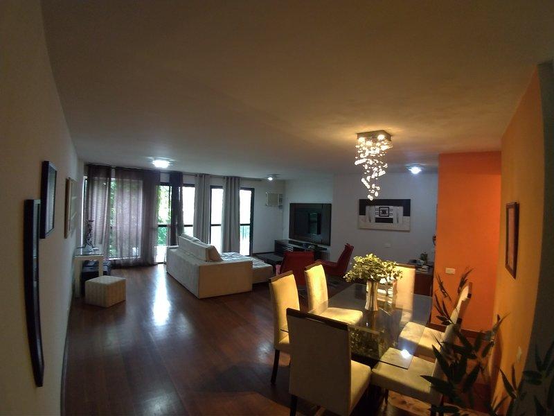 utmärkt lägenhet i ipanema alah trädgård. block från stranden. 130 meter, 2 sovrum, 1 svit