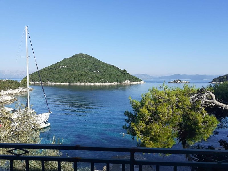 Prozura Apartment Sleeps 3 - 5818836, alquiler de vacaciones en Mljet Island