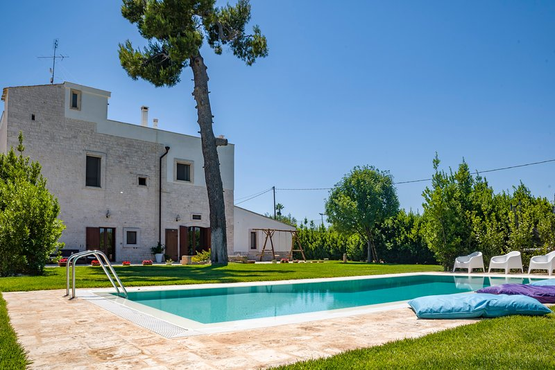 Casale Lillina: a villa with private pool in Apulia for 8 people, holiday rental in Castellana Grotte