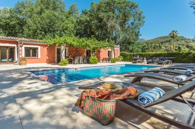 Sa Taulera - secluded 5 bed villa for 10-12 with private pool in small village, location de vacances à Puigpunyent