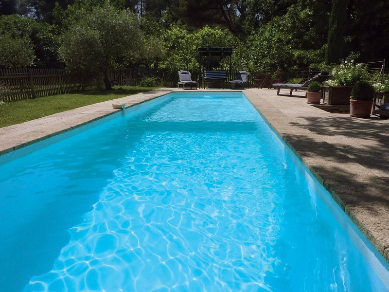 Spacious villa with swimming-pool, vacation rental in Peynier