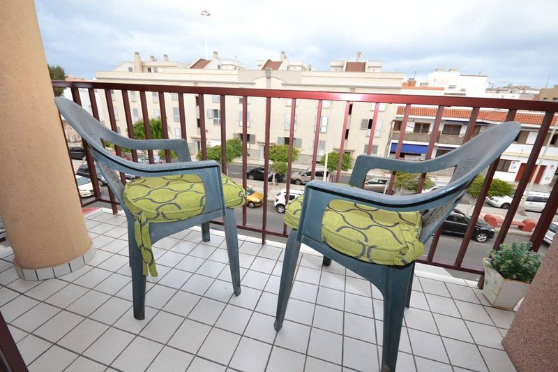 Beautiful apt near the beach & Wifi, vacation rental in Melenara