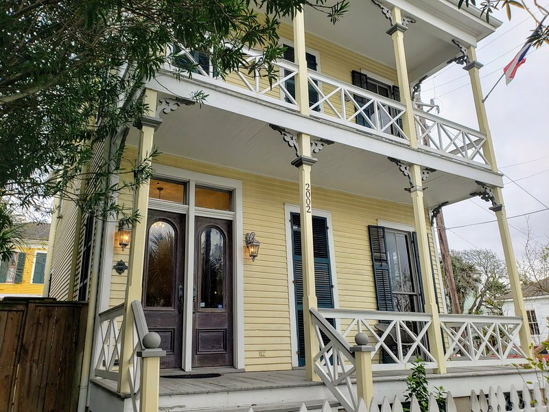Historic Victorian Home - Centrally located between Seawall and the Strand, holiday rental in Galveston