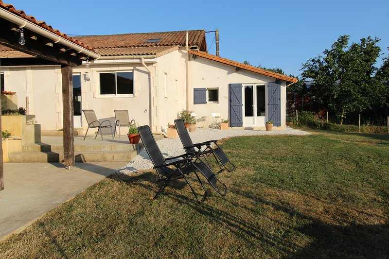 New Gite, Great and Private Outdoor Space , Pool, holiday rental in Celles-sur-Belle