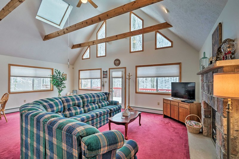 Poconos House w/ Deck + Game Room < 2 Mi to Lakes!, holiday rental in Bear Creek