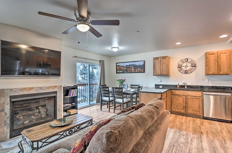 Modern Townhome w/Deck: Steps to Ouray Hot Springs, location de vacances à Ouray