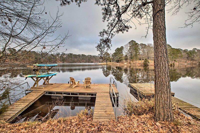 Renovated Lakefront Escape w/ Private Dock + Deck!, casa vacanza a Pineville