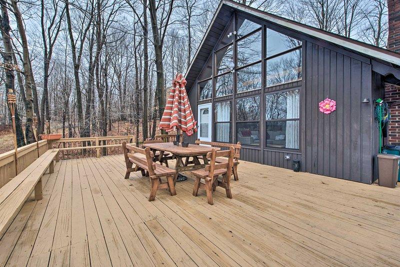 Secluded Poconos Cabin w/ Big Bass Amenities!, vacation rental in Gouldsboro