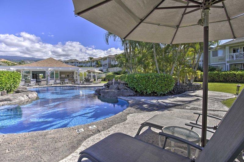 Reserve su escapada de Kailua-Kona a este condominio de lujo con acceso a la piscina.