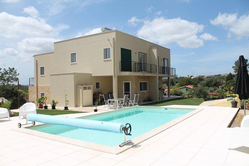 Ruime, nieuwe vakantiewoning voor max 6 pers + baby, aluguéis de temporada em Moitalina