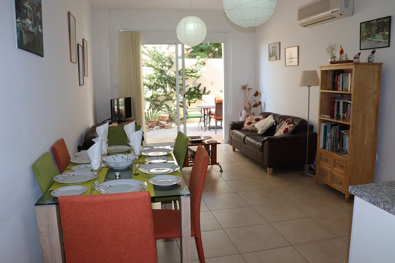Lemon Tree Court  Peyia village.  FREE WIFI. quiet communal pool, patio/garden, vacation rental in Peyia