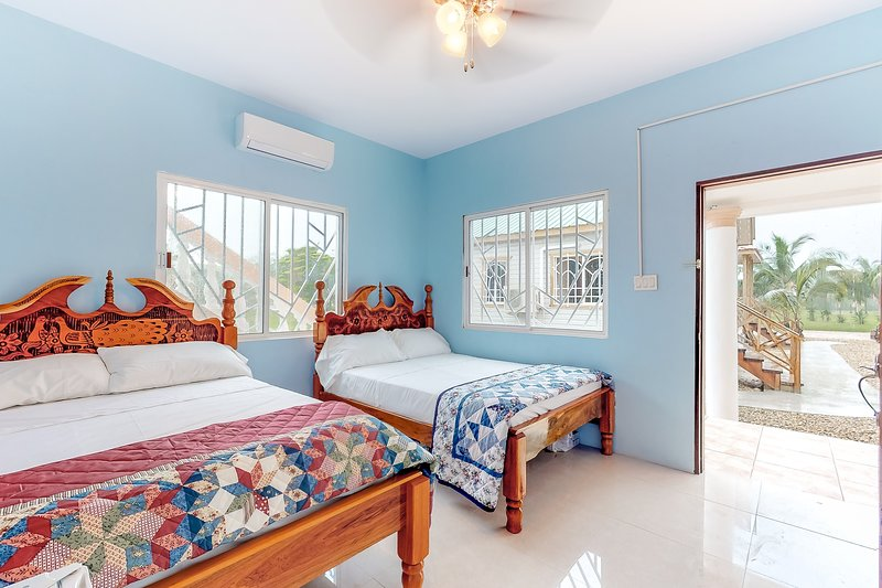 Secluded studio in a gated property w/ WiFi, TV, partial AC & shared tennis!, vacation rental in Dangriga