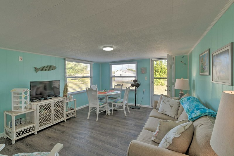 NEW! Cozy Coastal Haven, < 4 Mi to Englewood Beach, holiday rental in Grove City