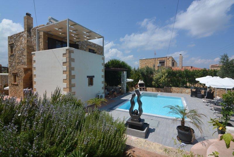 Villa Edem, vues mer, près des plages, barbecue, oliviers et piscine privée ..., vacation rental in Kontomari