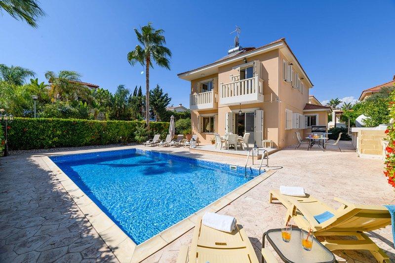 Nefeli Larnaca Beach Villa, alquiler vacacional en Oroklini
