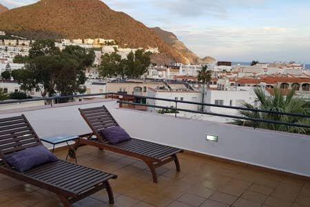 Ático en San José muy céntrico amplia terraza y con wifi, location de vacances à San Jose