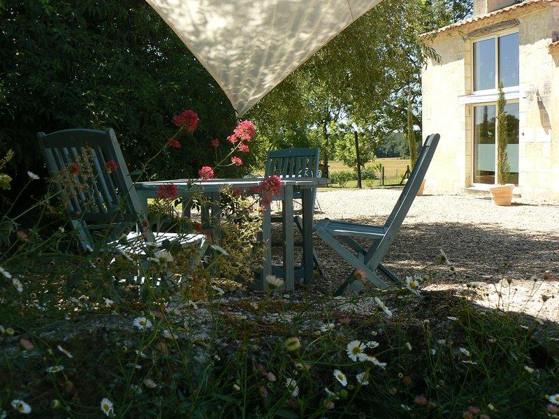 Charmante maison de vacances à la campagne idéalement située en Périgord France, holiday rental in Saint-Remy