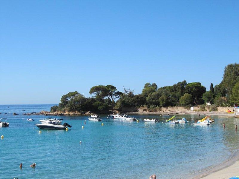 Superbe appartement refait à neuf avec vue sur mer à 100m des plus belles plages, holiday rental in Villanova