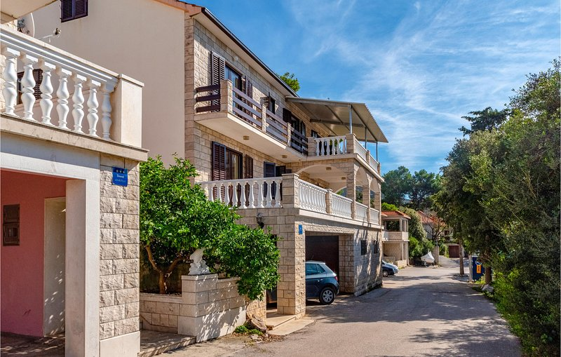 Amazing home in Cara with WiFi and 4 Bedrooms (CDS527), holiday rental in Cara