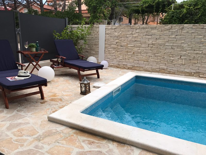 Luxus Ferienwohnung mit privatem Pool, holiday rental in Vir