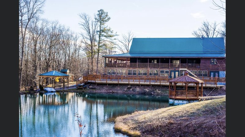 10 bedroom lodge in the mountains of Huntingdon PA, holiday rental in Allensville
