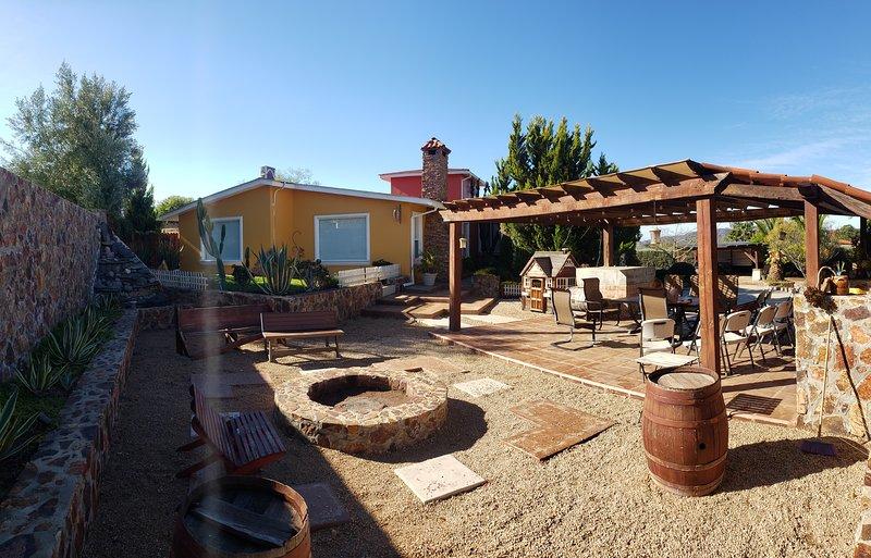 Hacienda Tierra Mía. Hermosa casa en la ruta del vino, holiday rental in Valle de Guadalupe