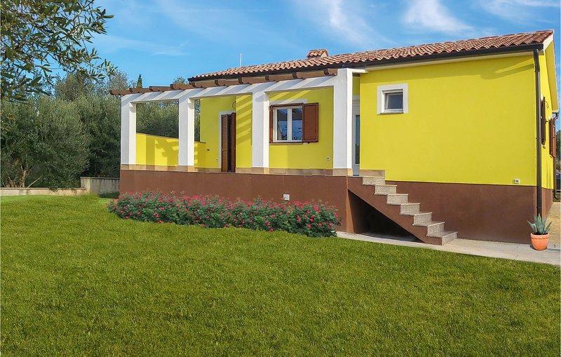 Beautiful home in Krnica w/ 2 Bedrooms (CIO903), holiday rental in Peruski